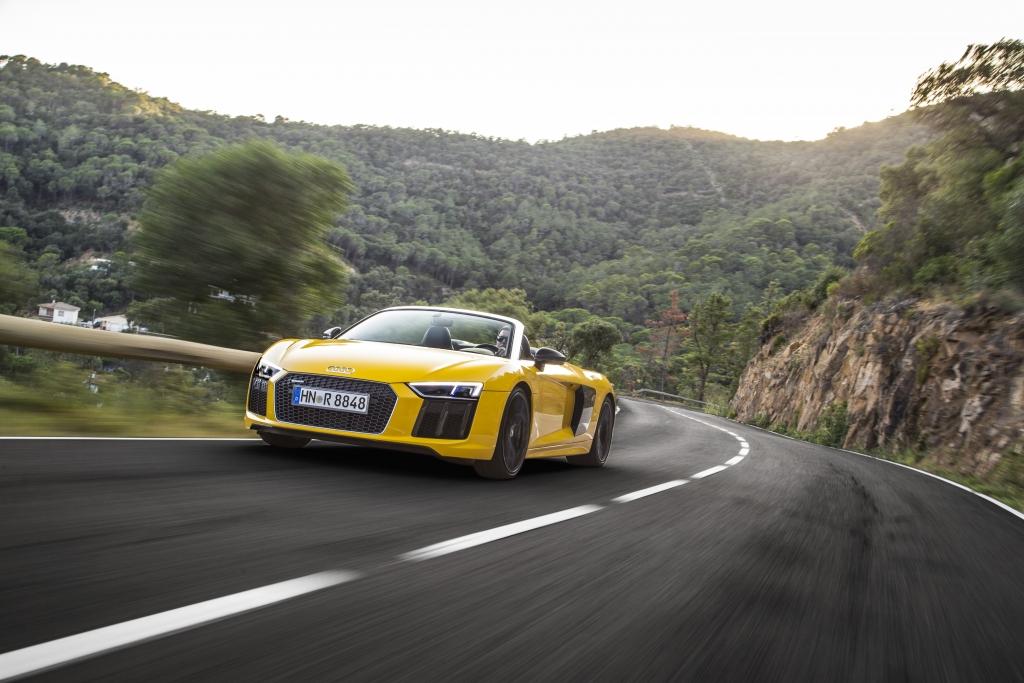 Audi R8 V10+ 2016 Driving