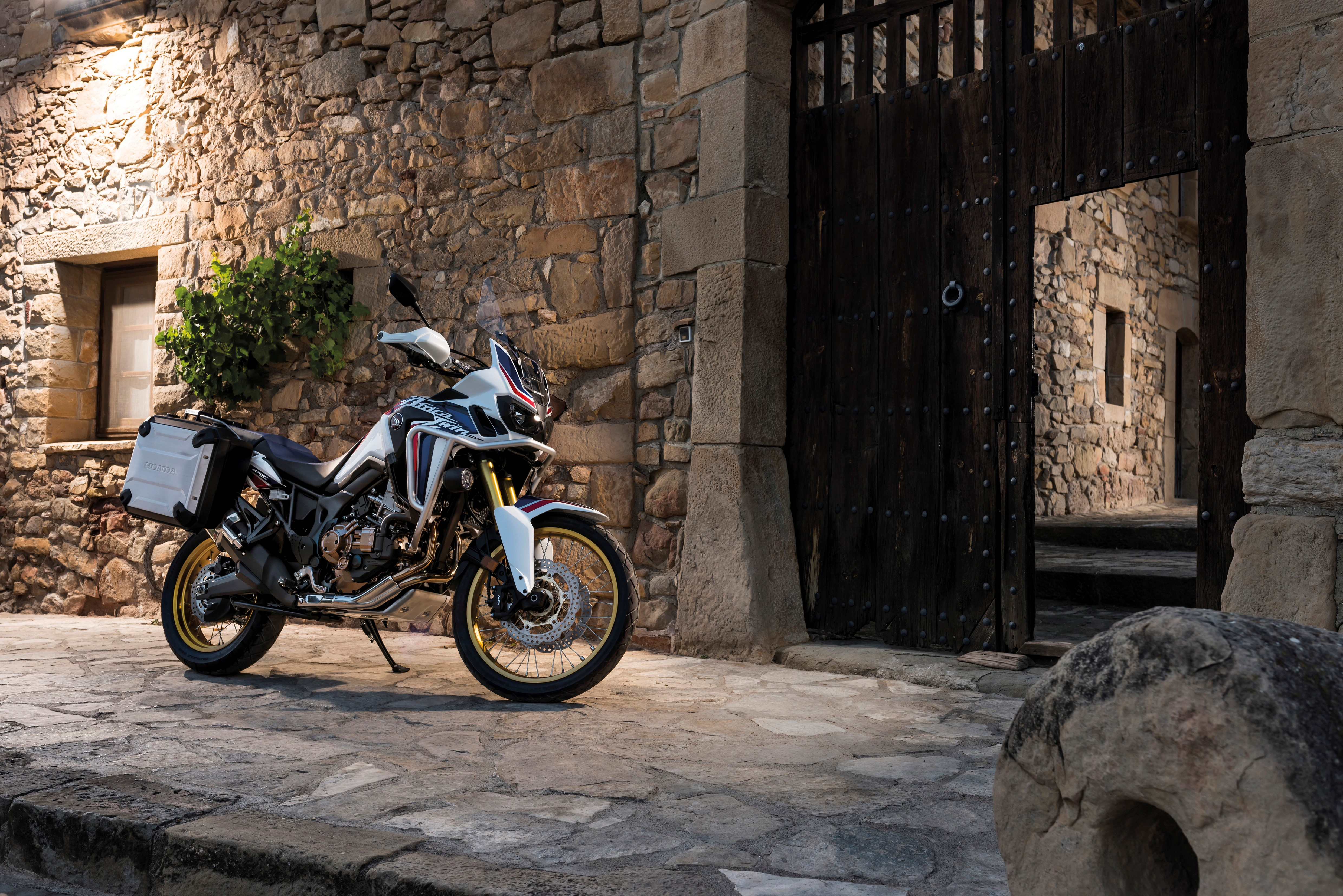 Flat Out Magazine 2016 Honda Crf1000l Africa Twin