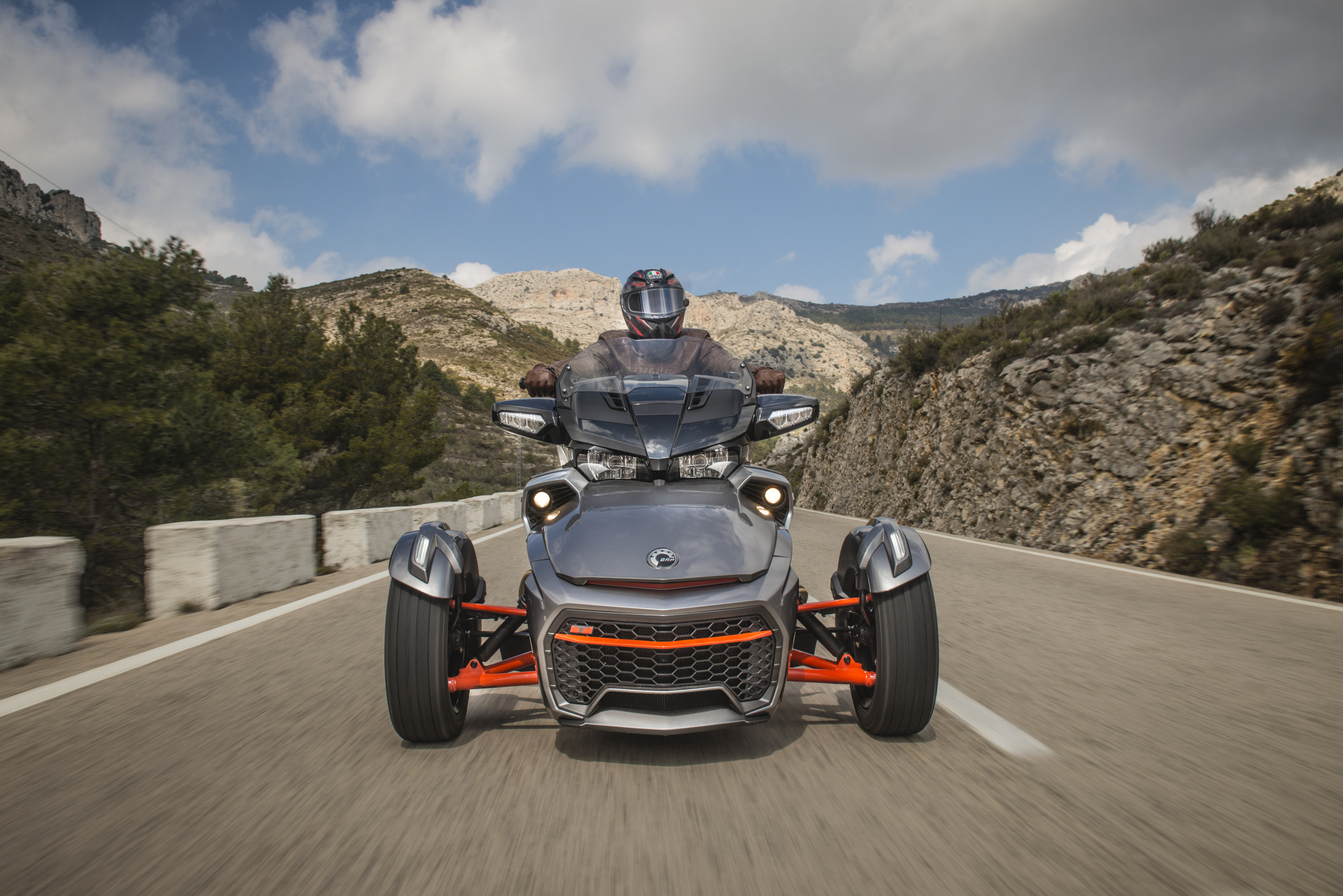 Can-Am Spyder F3T head on
