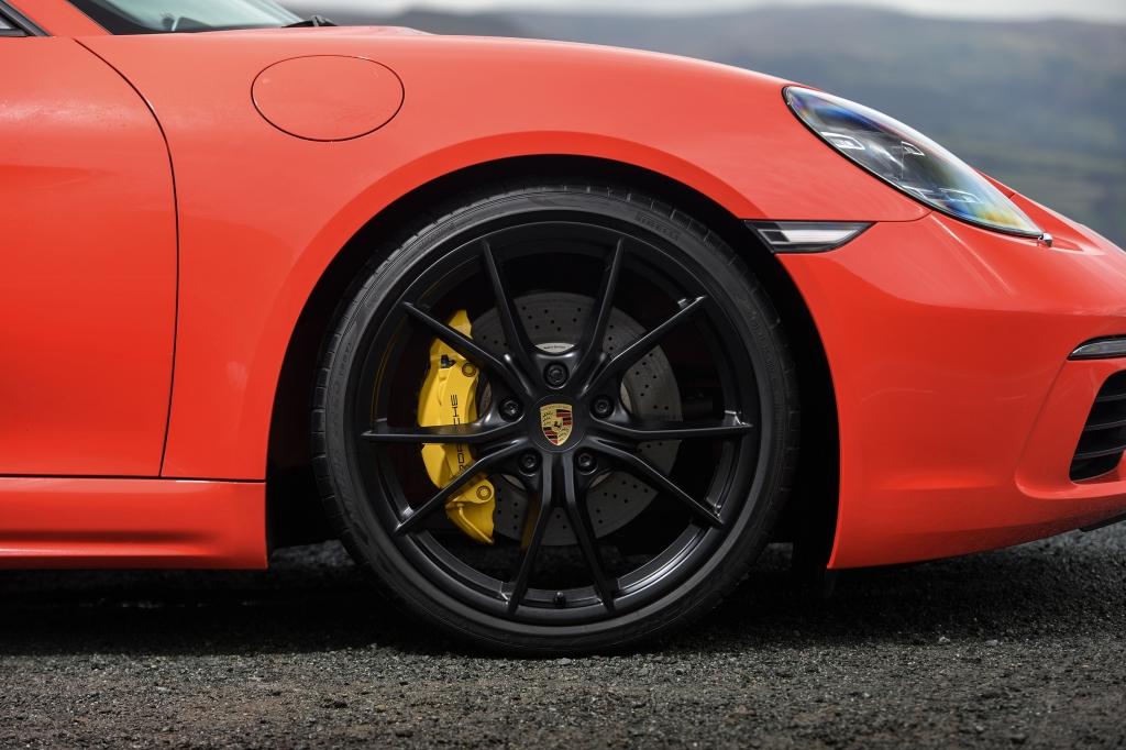 Porsche 718 Boxster S brakes