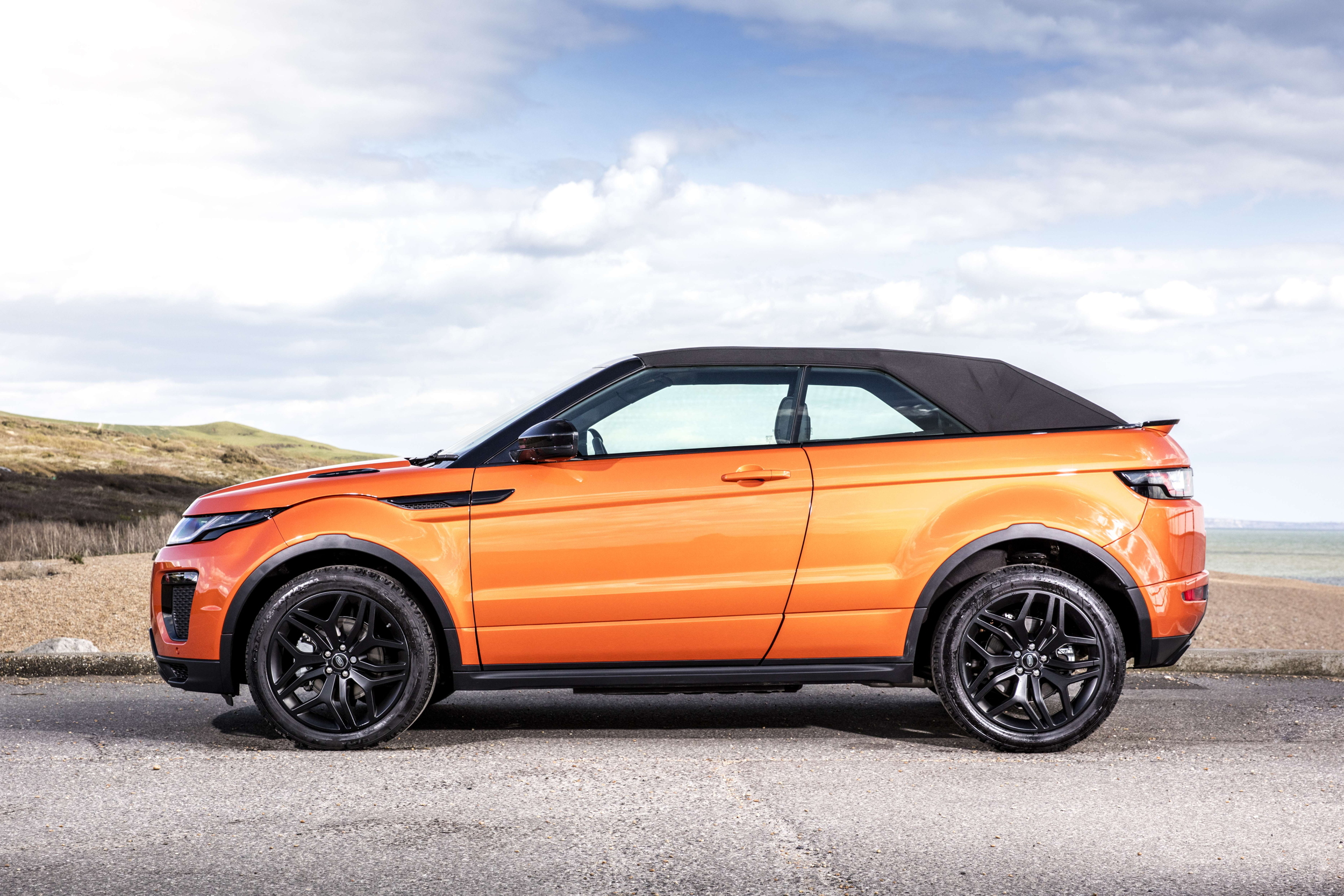 flat out magazine land rover evoque convertible test drive flat out magazine. Black Bedroom Furniture Sets. Home Design Ideas