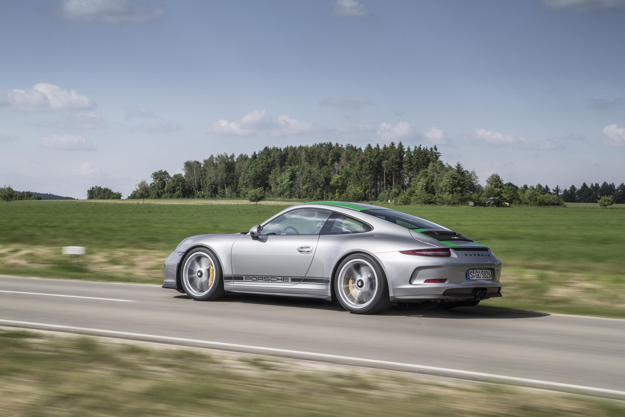 Porsche 911 R side Flat-Out