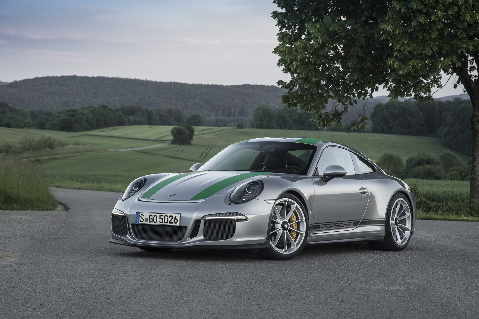 Porsche 911 R profile Flat-Out