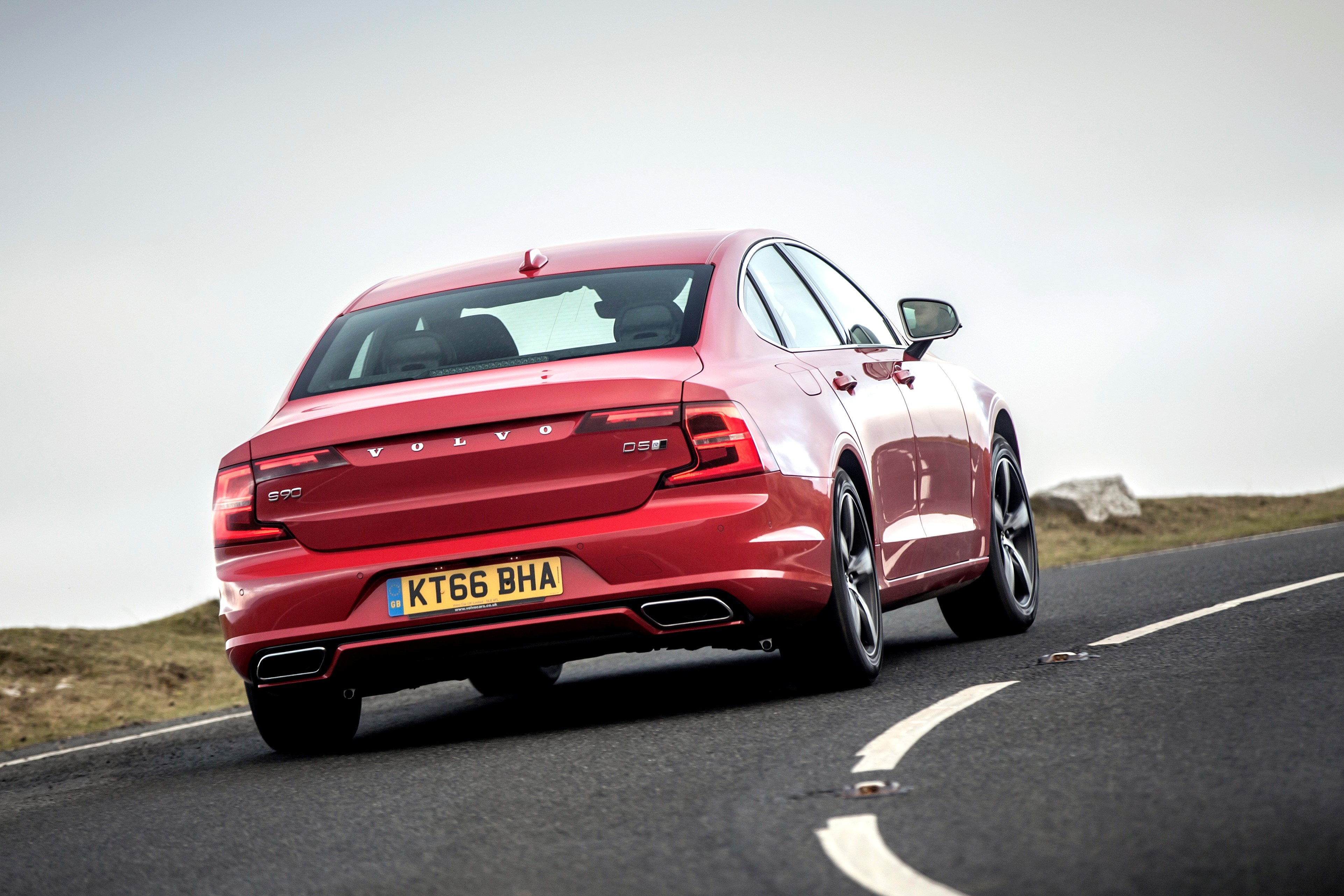 Volvo S90 R-Design rear cornering