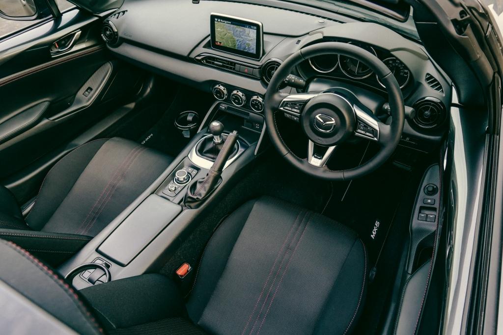 Mazda MX-5 RF (2017) Interior