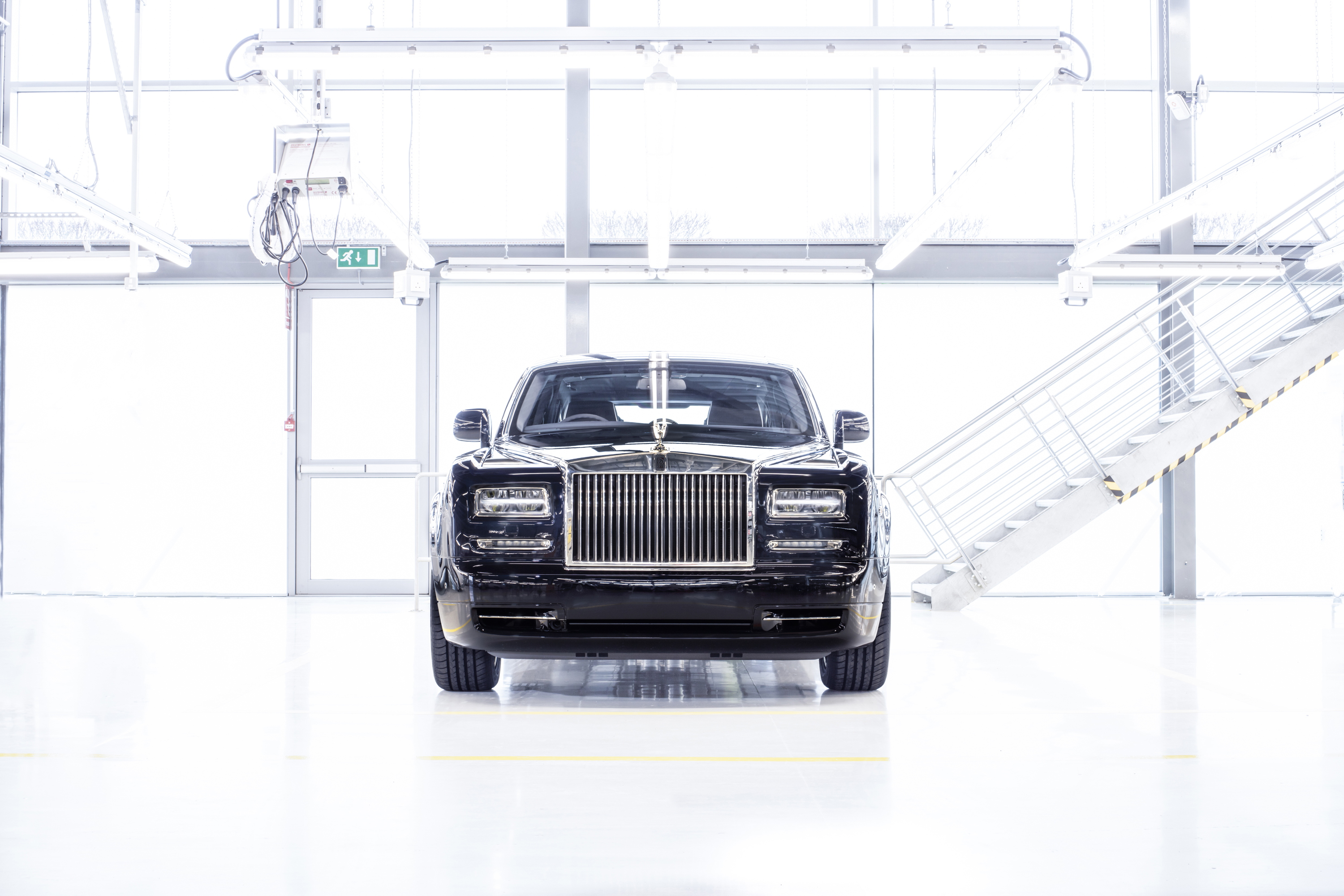 Final Rolls-Royce Phantom VII head on