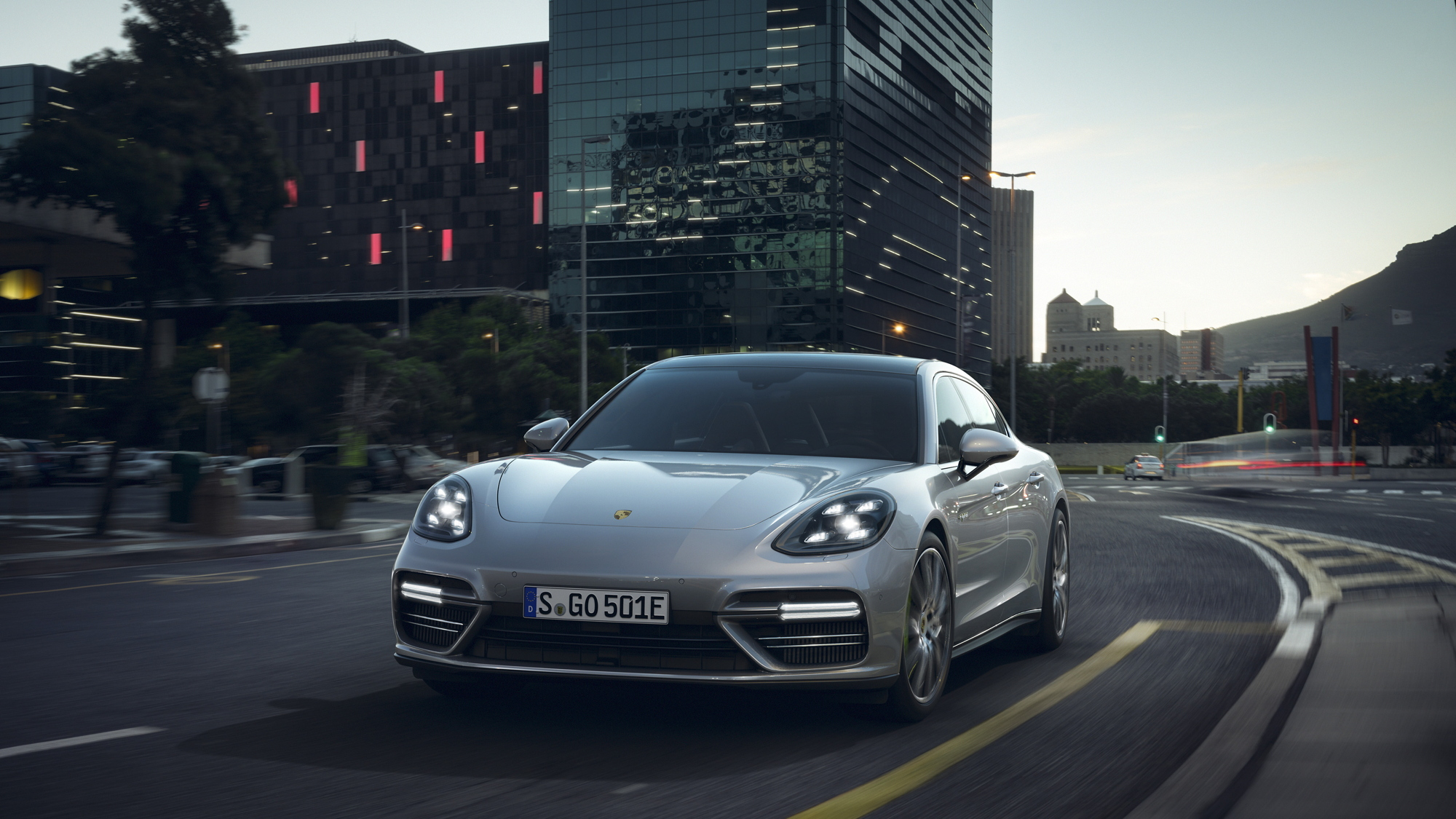 Porsche Panamera Turbo S E-Hybrid Executive front