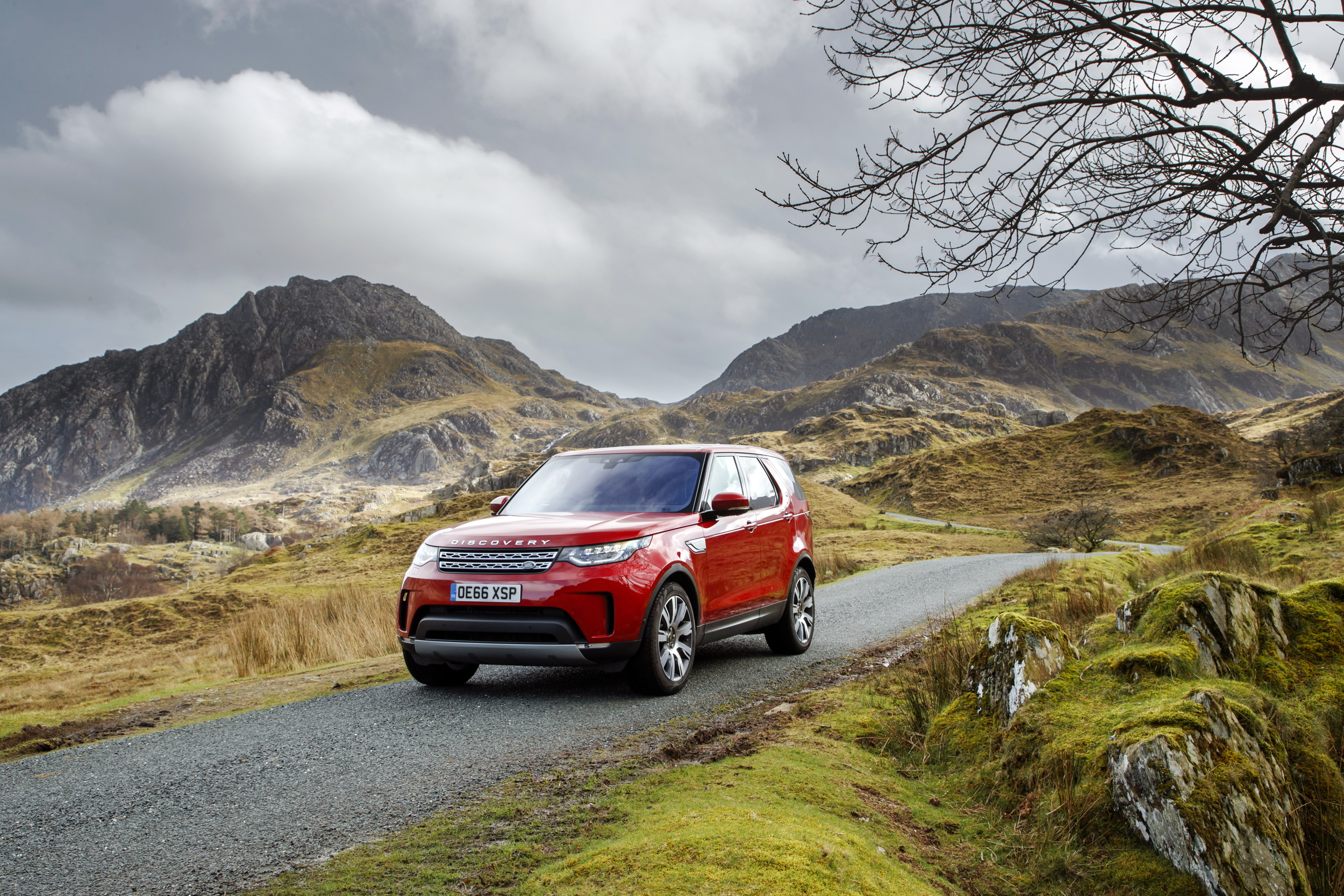 https://www.flatoutmag.co.uk/wp-content/uploads/2017/03/2017-Land-Rover-Discovery-Sd4.jpg