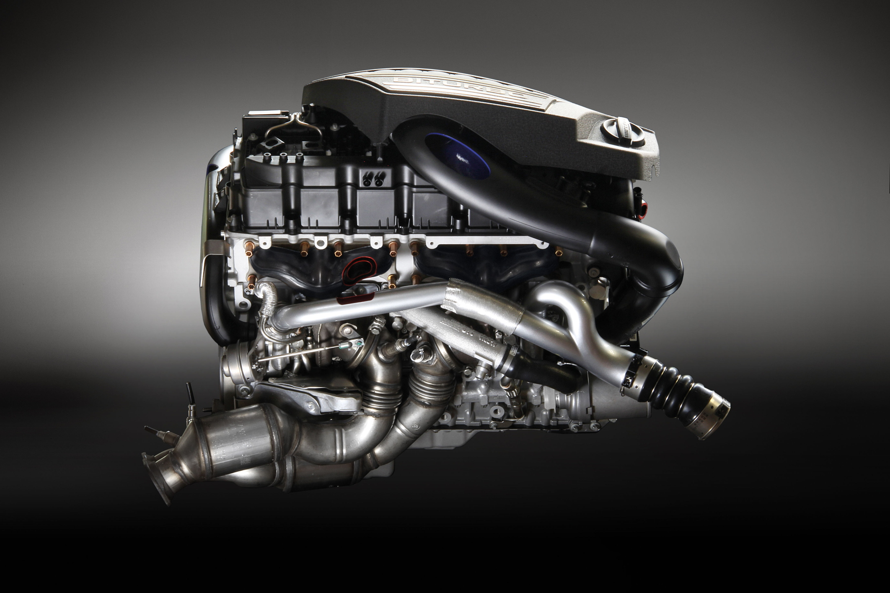 Alpina B4 S Bi-Turbo engine