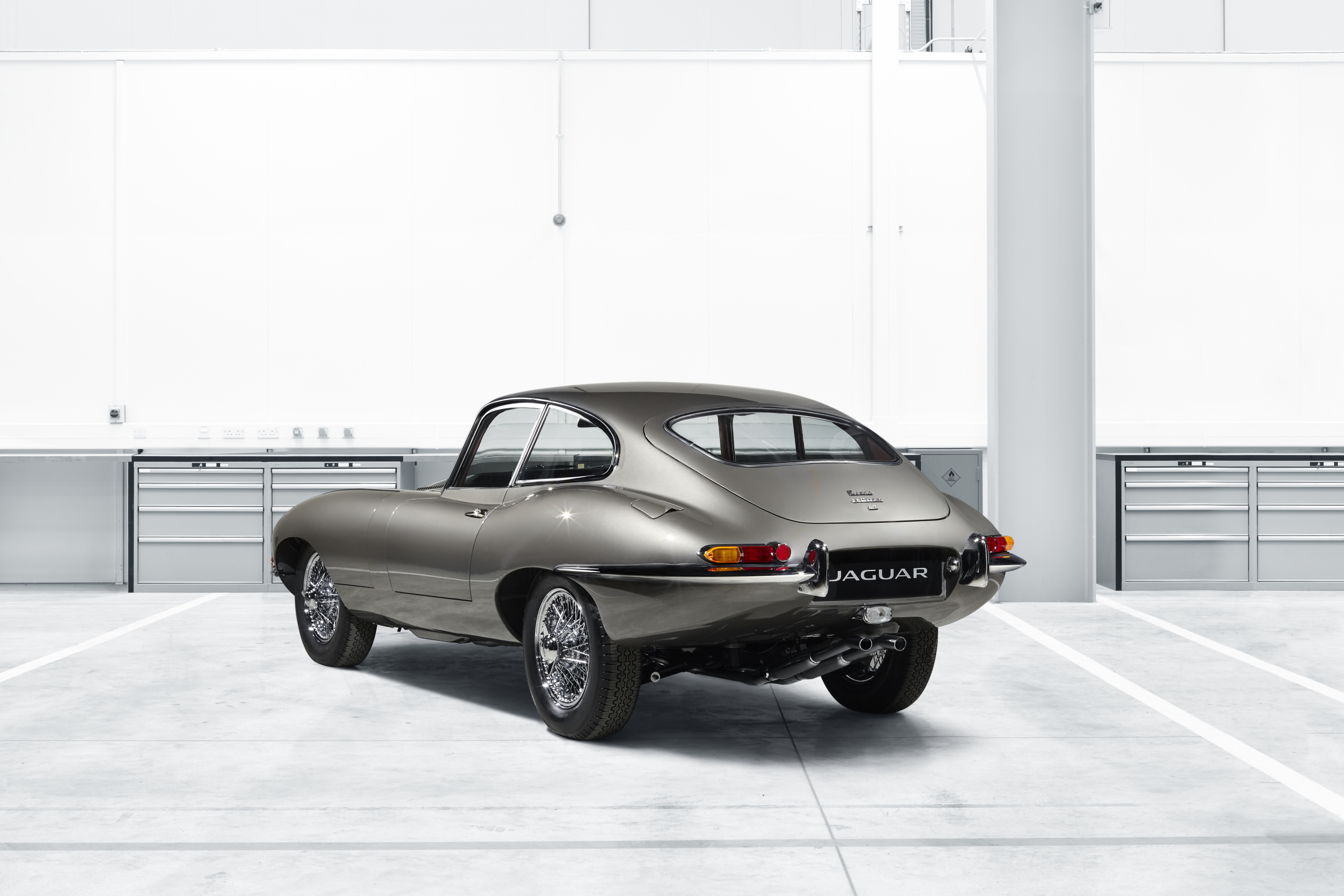 Jaguar E-Type Reborn rear