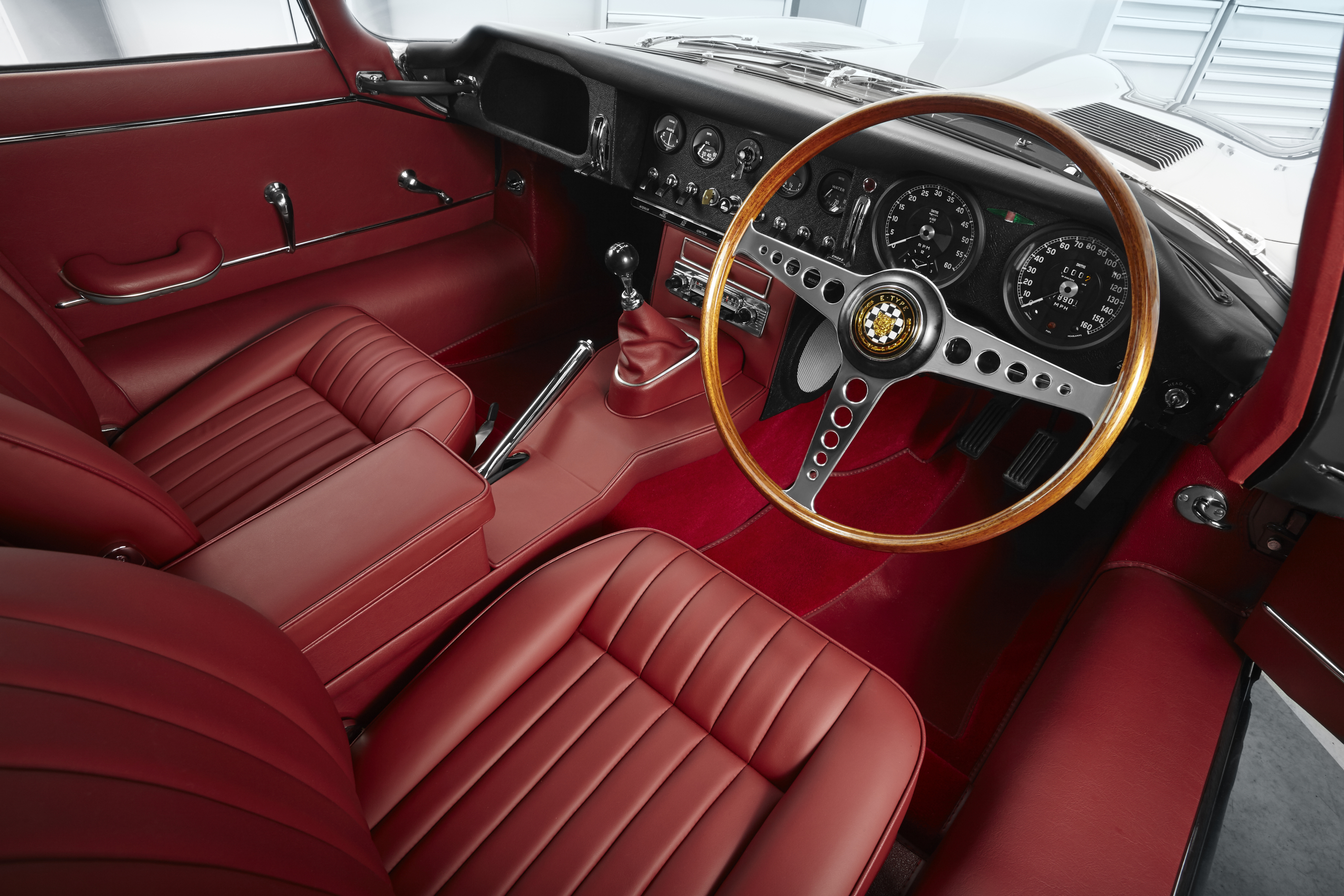 Jaguar E-Type Reborn interior
