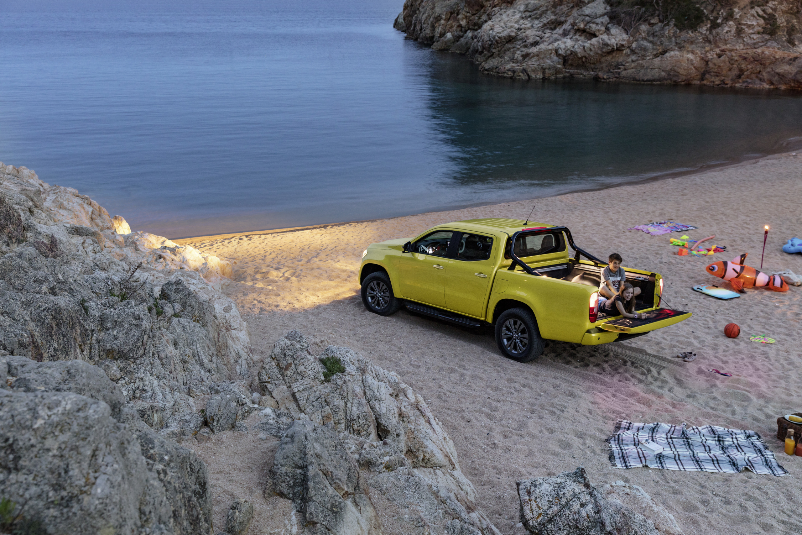 Mercedes-Benz X-Class Progressive beach