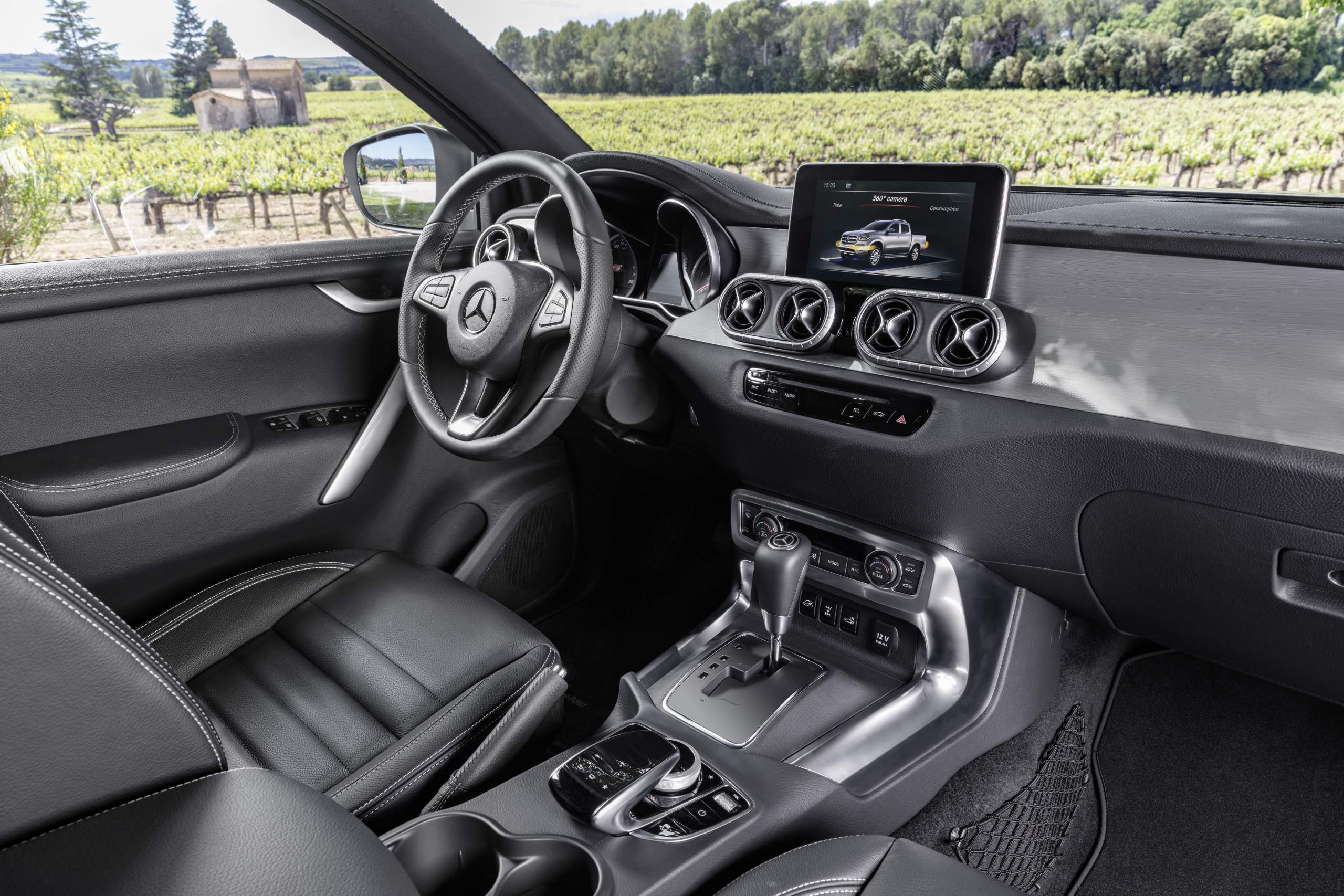 Mercedes-Benz X-Class Power interior