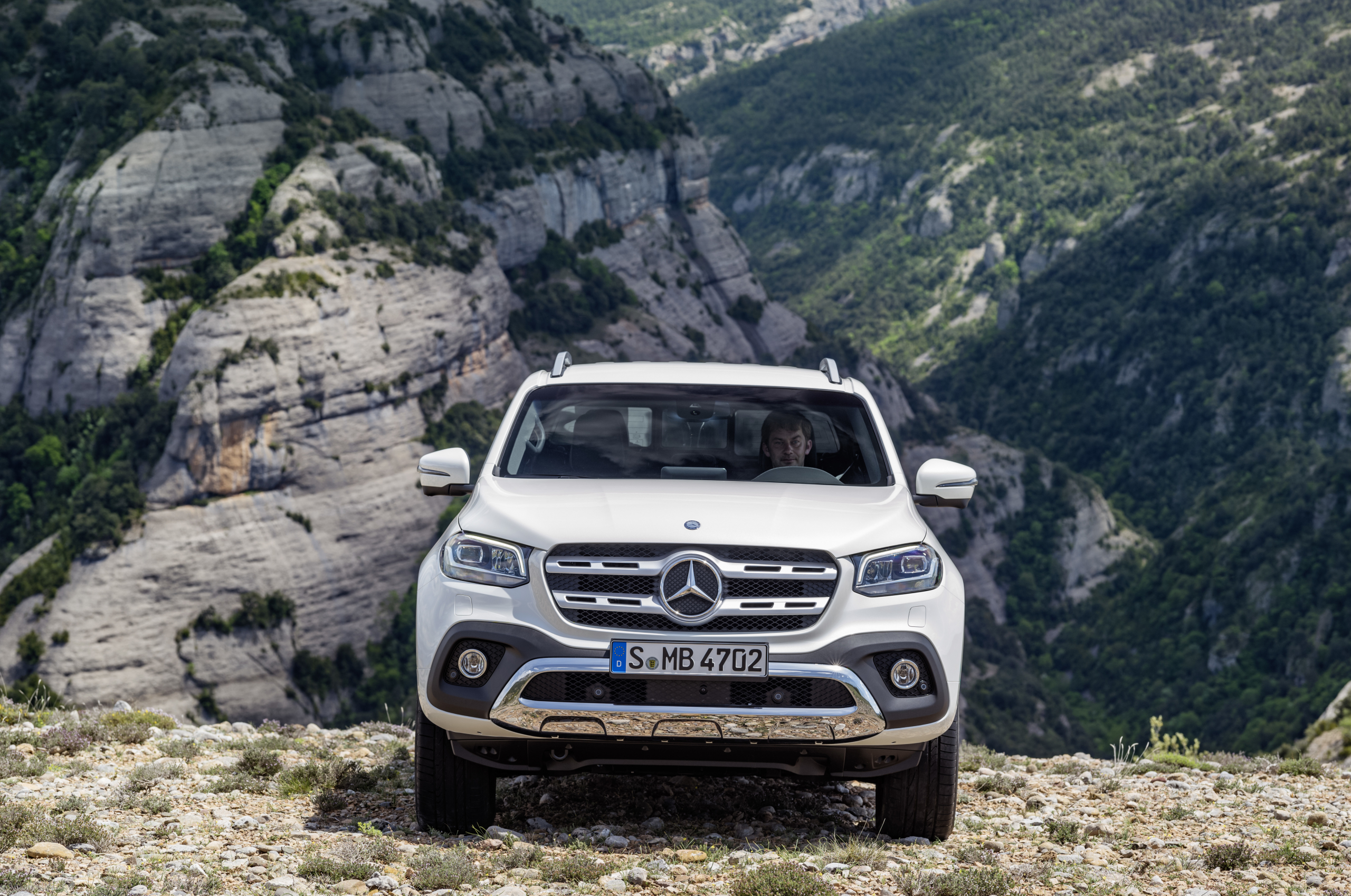 Mercedes-Benz X-Class Power front