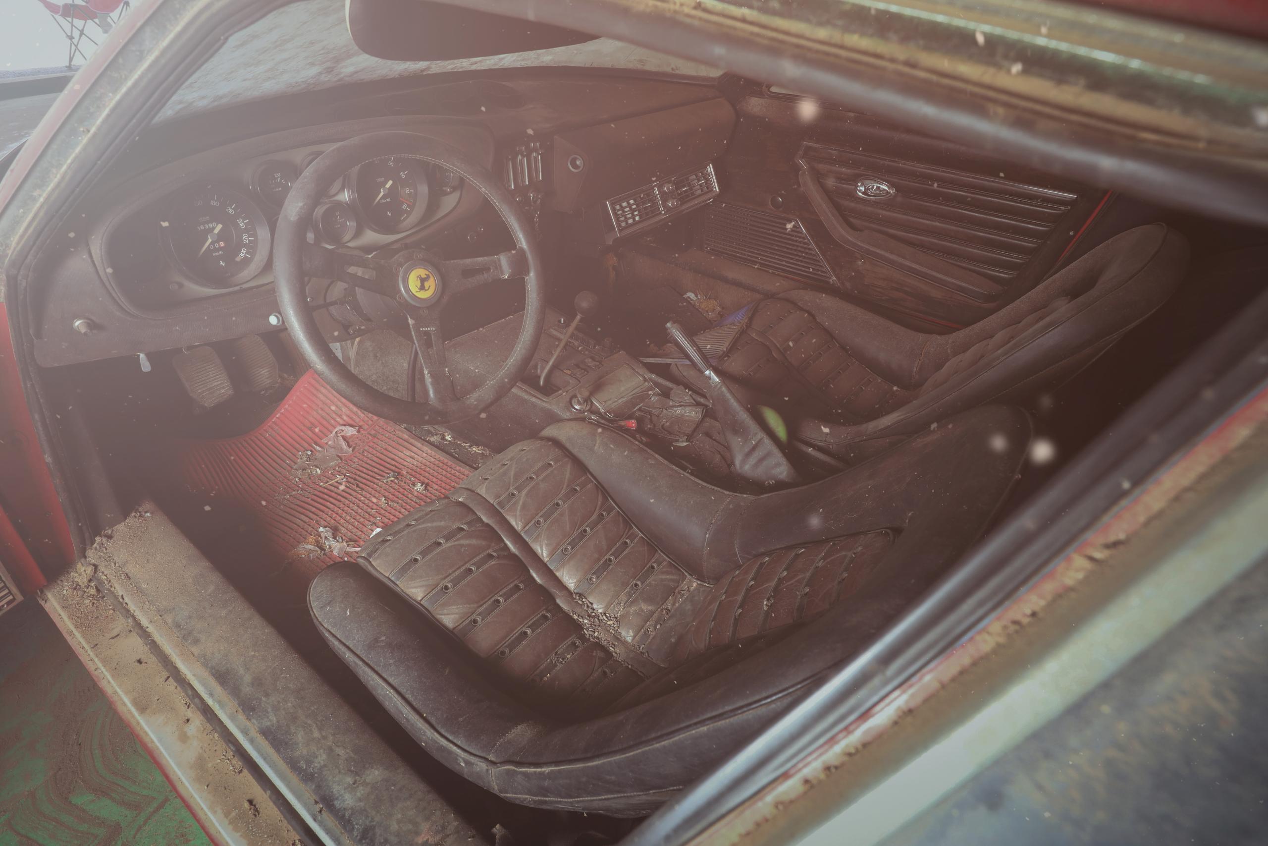 Ferrari 365 GTB/4 'Daytona' barn find interior